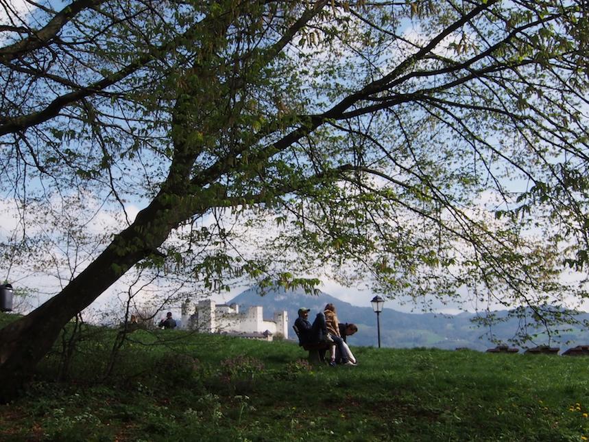 一日中ここで風景を眺めたり..本を読んだり...jpg