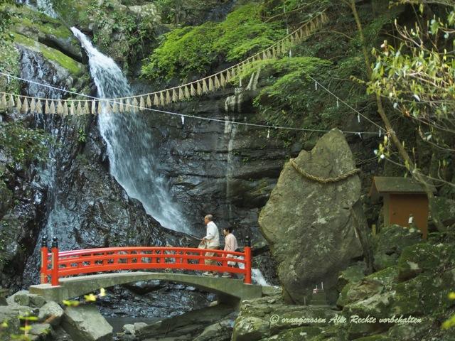 滝のある風景.jpg