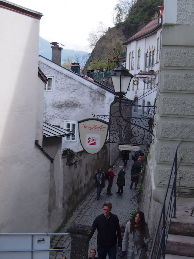階段のぼる姿さえカッコよい...jpg